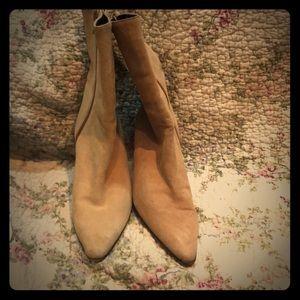 Banana Republic short suede heeled boots in Camel